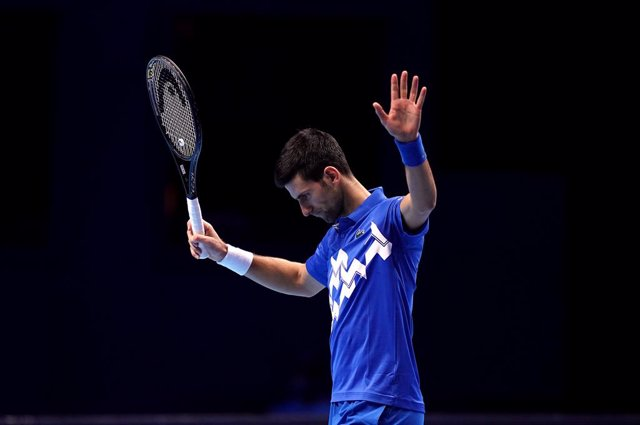 21 November 2020, England, London: Serbian tennis player Novak Djokovic in action against Austria's Dominic Thiem during their men's singles semifinal match of the ATP World Tour Finals tennis tournament at the O2 Arena. Photo: John Walton/PA Wire/dpa