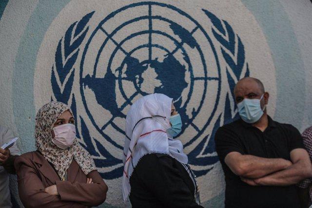 Protesta contra la Agencia de Naciones Unidas para los Refugiados de Palestina en Oriente Próximo (UNRWA) por el recorte de las raciones de alimentos en la Franja de Gaza