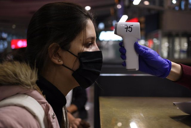 22 June 2020, Chile, Santiago: A Colombian citizen has her temperature measured at Santiago airport before boarding a plane to Colombia, amid the Coronavirus pandemic. Photo: Ailen Diaz/Agencia Uno/dpa