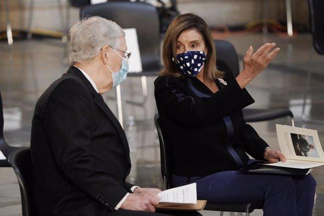 La presidenta de la Cámara de Representantes de EEUU, Nancy Pelosi, y el líder de la mayoría republicana en el Senado, Mitch McConnell