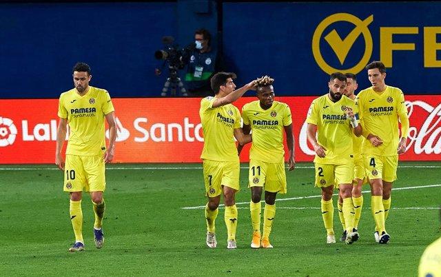 Villarreal players celebrates a goal during the La Liga Santander mach between Villarreal and Real Madrid at Estadio de la Ceramic on November 21, 2020 in Vila-real, Spain