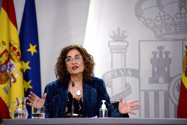 La ministra portavoz y de Hacienda, María Jesús Montero, comparece en rueda de prensa posterior al Consejo de Ministros celebrado en Moncloa, en Madrid (España), a 15 de diciembre de 2020.