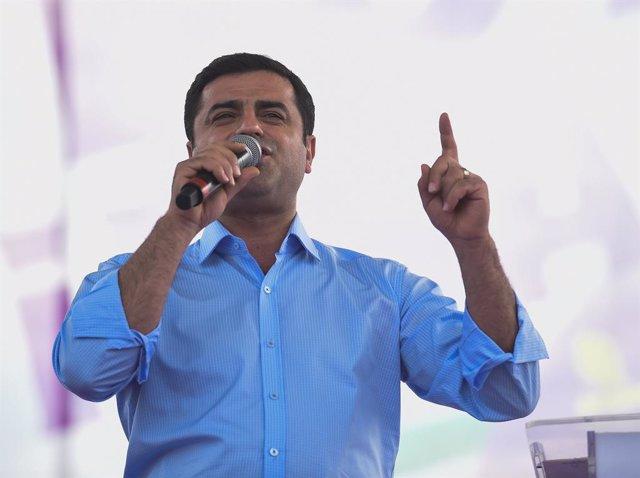El antiguo copresidente del prokurdo Partido Democrático de los Pueblos (HDP) Selahattin Demirtas durante un acto en Estambul, Turquía