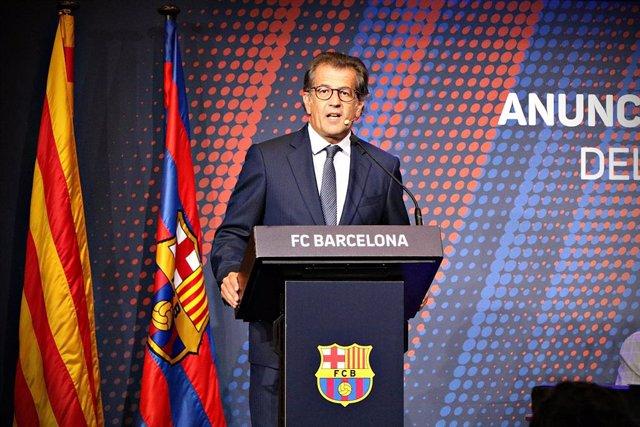 El precandidato a la presidencia del FC Barcelona Toni Freixa en acto de precampaña
