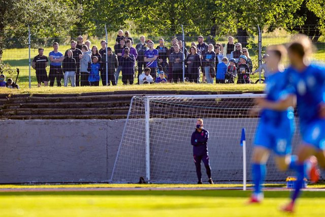Iceland fans turn up to watch the game for free from outside of the stadium during the UEFA Nations League football match between Iceland and England on September 5, 2020 at Laugardalsvollur in Reykjavik, Iceland - Photo Nigel Keene / ProSportsImages / DP