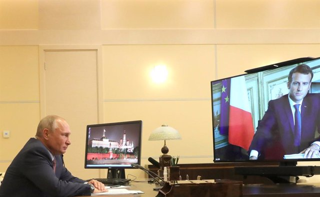 26 June 2020, Russia, Moscow: Russian President Vladimir Putin holds a videoconference meeting with French President Emmanuel Macron. Photo: -/Kremlin/dpa - ATTENTION: editorial use only and only if the credit mentioned above is referenced in full