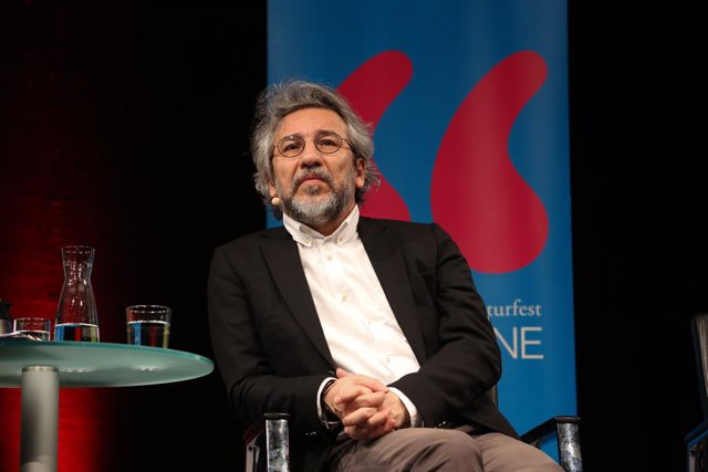 Can Dundar en la apertura de un acto en Colonia