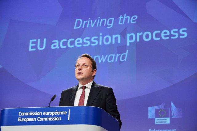 El comisario de Ampliación y Vecindad de la Comisión Europea, Oliver Varhelyi