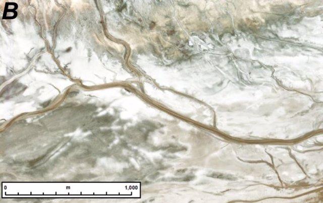 Crestas fluviales similares a las de Marte se encuentran en el sistema del río Amargosa de California, aunque el agua todavía corre a través del sistema.