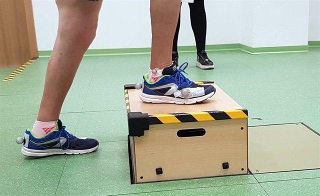 Investigan en tecnologías portables para realizar el seguimiento de pacientes con prótesis de rodilla