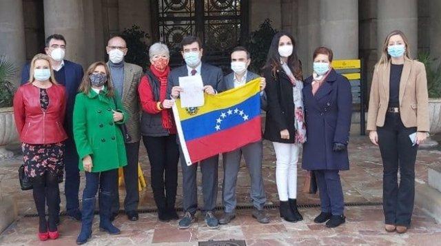 El grupo municipal de Cs en València con representantes de la comunidad venezolana en la ciudad