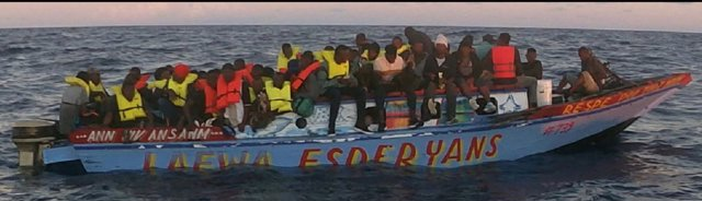 La Guardia Costera de Estados Unidos intercepta a 110 migrantes procedentes de Haití.