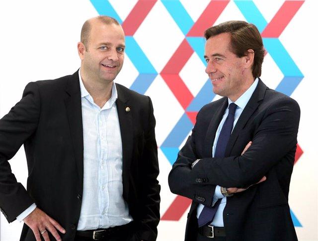 El precandidato a la presidencia del FC Barcelona Xavi Vilajoana con Francisco Rebled, miembro del área institucional de 'Futuro con ADN Barça'