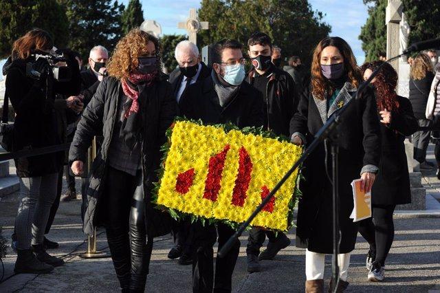 Ester Capella, Ernest Maragall, Pere Aragonès i Laura Vilagrà en el cementiri de Montjuïc de Barcelona en l'ofrena d'ERC davant la tomba de l'expresident de la Generalitat Francesc Macià