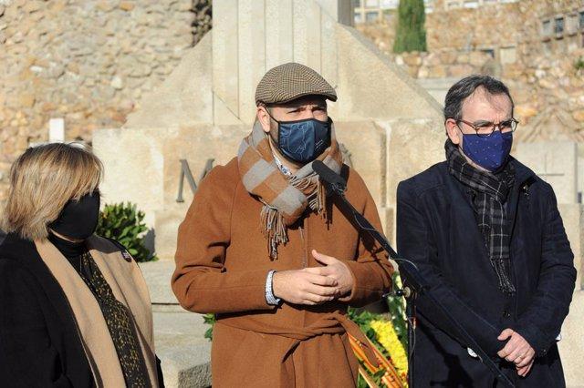 Marcel Mauri en el cementiri de Montjuïc de Barcelona en l'ofrena d'Òmnium Cultural davant la tomba de l'expresident de la Generalitat Francesc Macià