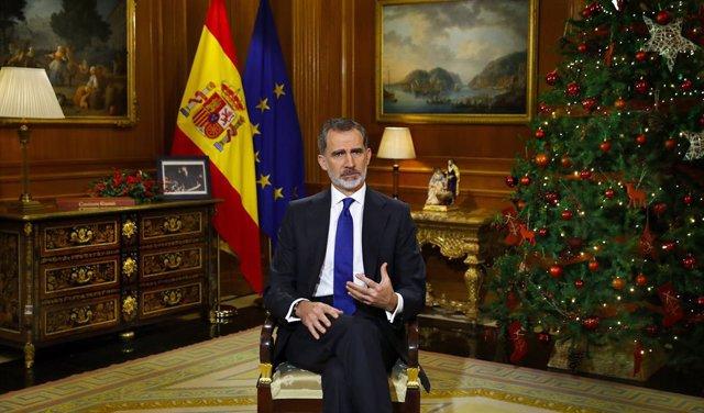 El Rey Felipe VI da su discurso de Nochebuena en el Palacio de la Zarzuela, en Madrid (España) a 24 de diciembre de 2020.