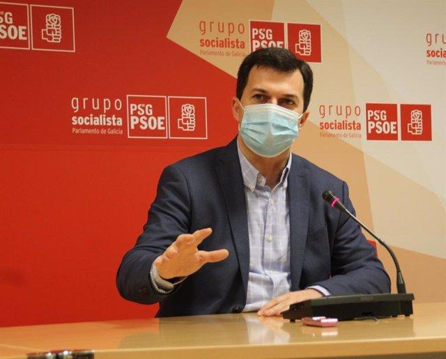 El secretario xeral del PSdeG, Gonzalo Caballero, en la rueda de prensa ofrecida este lunes