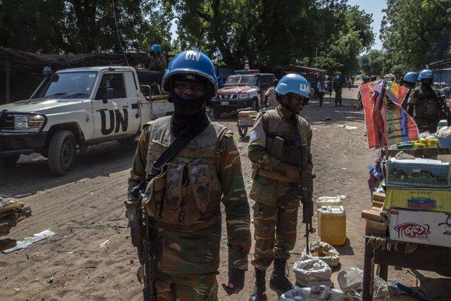 Cascos azules de la ONU de patrulla en Birao