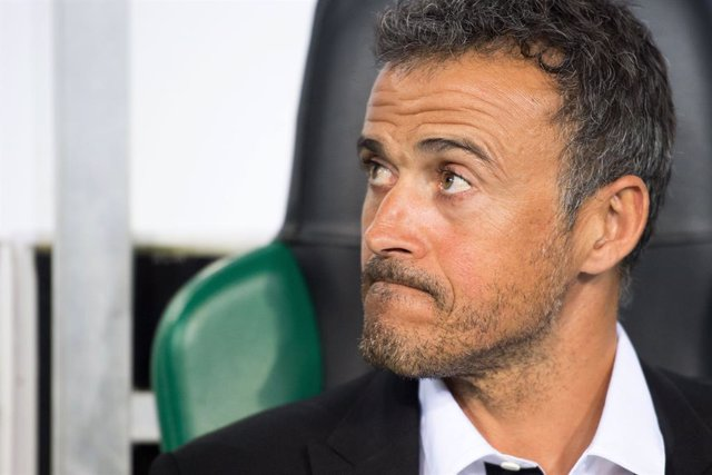 FILED - 28 September 2016, North Rhine-Westphalia, Moenchengladbach: Barcelona's then coach Luis Enrique is pictured during the 2016 Champions League, Group C soccer match against Borussia Moenchengladbach at Borussia-Park. Spain's national coach Luis Enr