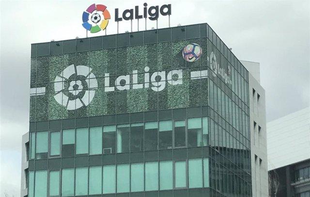 Fachada de la sede de LaLiga.
