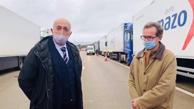 """Representantes del Consulado trasladan a los camioneros retenidos en Reino Unido que hay avances pero """"queda bastante""""."""