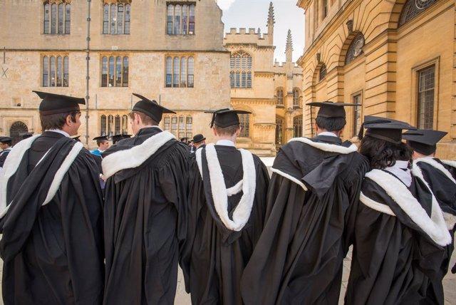 Graduación de estudiantes en la Universidad de Oxford, en Reino Unido.