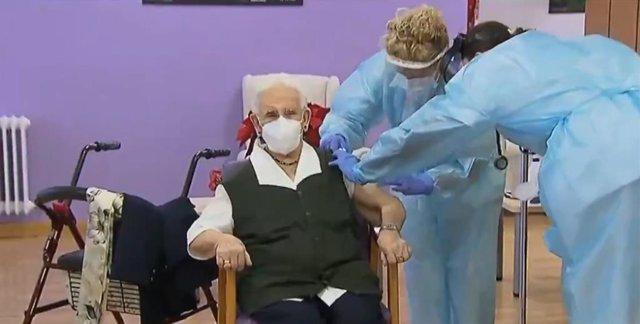 Primera vacunación contra el COVID-19 en España, en Guadalajara (Castilla-La Mancha) a 27 de diciembre de 2020.