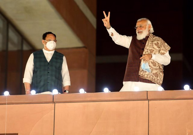 11 November 2020, India, New Delhi: Indian Prime Minister Narendra Modi flashes victory sign next to National President Bharatiya Janta Party (BJP) Prakash Nadda (L) during a victory celebration for Bihar state assembly election and several by-elections i