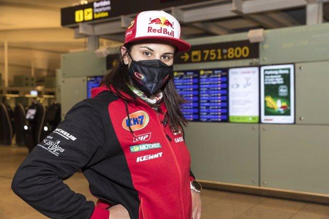 Laia Sanz antes de partir hacia el Dakar 2021 en Arabia Saudí