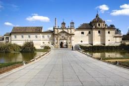 Imagen de la sede de la UNIA, el Monasterio de Santa María de las Cuevas en la isla de La Cartuja.