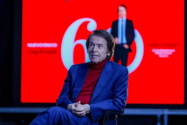 El cantante Raphael, durante una entrevista para Europa Press en la que ha presentado su disco 'Raphael: 6.0', en el Wizink Center, en Madrid (España), a 24 de noviembre de 2020. Con este proyecto, para el que el artista ha contado con 12 colaboraciones (