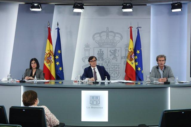 Carolina Darias, Salvador Illa, y Fernando Simón, ofrecen una rueda de prensa tras la reunión del Consejo Interterritorial del Sistema Nacional de Salud, en Madrid (España), a 28 de diciembre de 2020.