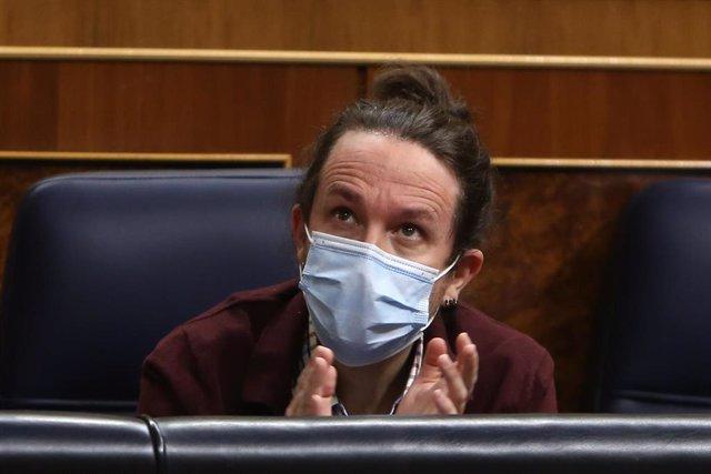 El vicepresidente segundo y líder de Unidas Podemos, Pablo Iglesias, aplaude durante una sesión plenaria en el Congreso de los Diputados, en Madrid (España), a 2 de diciembre de 2020. El Pleno afronta desde el lunes 30 de noviembre la fase final del debat