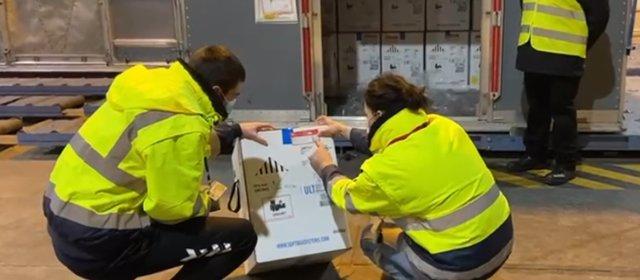 El Gobierno anuncia la llegada a España de las más de 350.000 vacunas de Pfizer