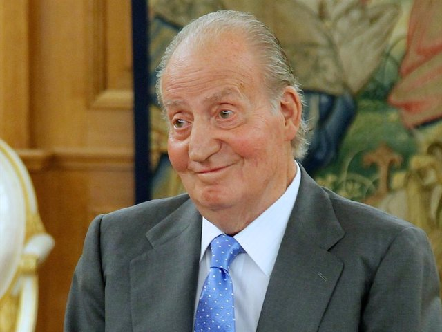 """King Juan Carlos of Spain meets """"Governing Board of the Institute of Spain"""" at the Zarzuela Palace on October 22, 2013 in Madrid, Spain."""
