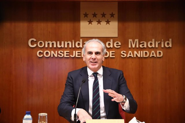 El consejero de Sanidad de la Comunidad de Madrid, Enrique Ruiz Escudero durante la rueda de prensa para actualizar la situación epidemiológica y asistencial en la región, en la Consejería de Sanidad, en Madrid (España), a 26 de diciembre de 2020. Durante