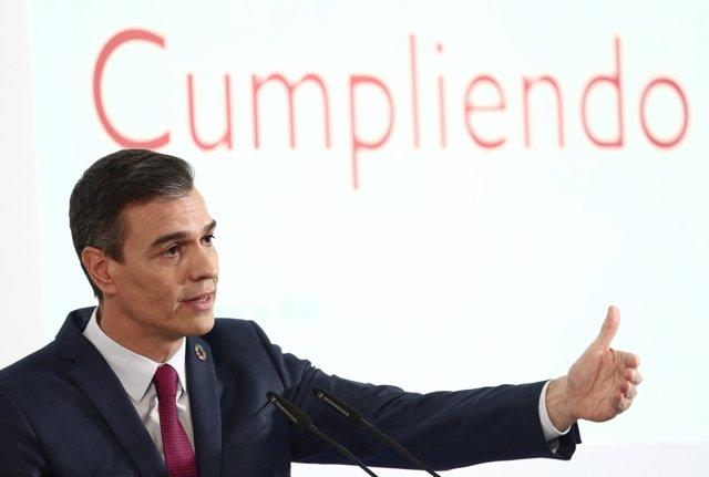 El presidente del Gobierno, Pedro Sánchez durante la rueda de prensa para presentar el primer informe de rendición de cuentas del Gobierno, en Madrid (España), a 29 de diciembre de 2020.