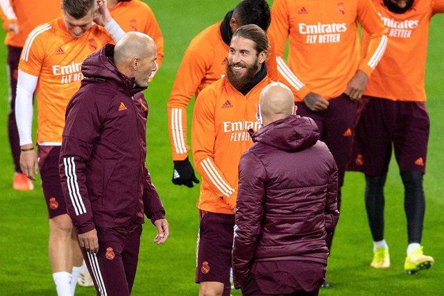 Zidane y Sergio Ramos en un entrenamiento del Real Madrid