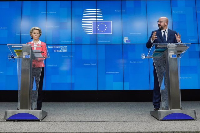 HANDOUT - 02 October 2020, Belgium, Brussels: President of the European Council Charles Michel (R) and European Commission President Ursula von der Leyen speak during a press conference after the EU summit. Photo: Dario Pignatelli/European Council /dpa -