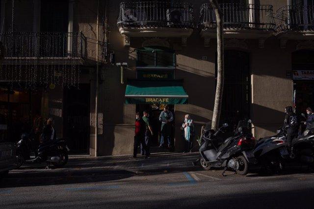 Exterior d'un bar de Barcelona. Catalunya (Espanya), 21 de desembre del 2020.