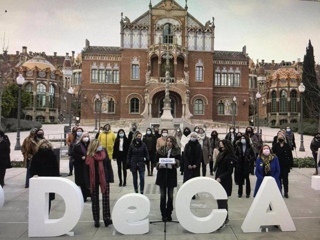 La candidata del PDeCAT a les eleccions, Àngels Chacón, en un acte amb les dones del partit davant de l'Hospital de Sant Pau de Barcelona
