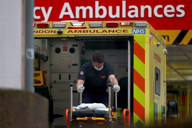 Ambulancia en el Hospital Saint Thomas de Londres