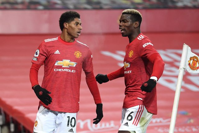 29 December 2020, England, Manchester: Manchester United's Marcus Rashford (L) celebrates scoring his side's first goal with teammate Paul Pogba during the English Premier League soccer match between Manchester United and Wolverhampton Wanderers at Old Tr