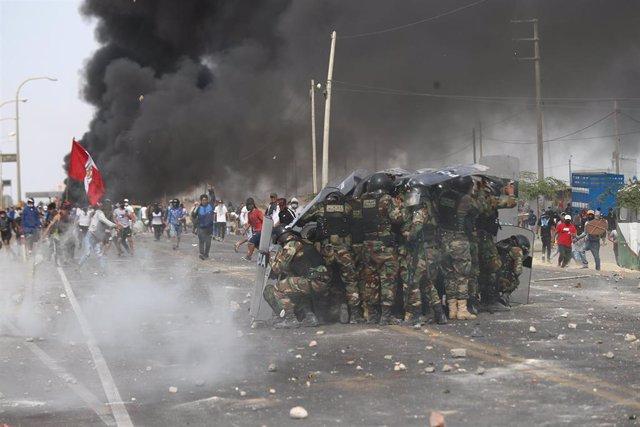 Enfrentamientos con la Policía de Perú en Ica, en el sur del país, con motivo de las protestas contra la nueva ley agrícola.