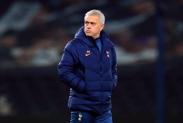 Mourinho dirigiendo al Tottenham