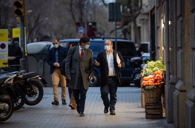 El ministre de Sanitat, Salvador Illa, i el primer secretari del PSC, Miquel Iceta, arriben a la seu del PSC a Barcelona.