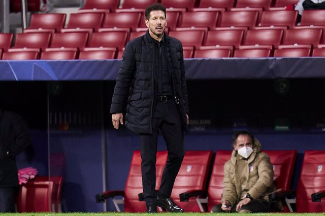01 December 2020, Spain, Madrid: Atletico Madrid head coach Diego Simeone stands on the touchline during the UEFA Champions League Group A soccer match between Atletico Madrid and Bayern Munich at Wanda Metropolitano Stadium. Photo: Angel Perez/ZUMA Wire/