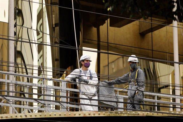 Trabajadores de la construcción en Lima, en plena crisis de la pandemia