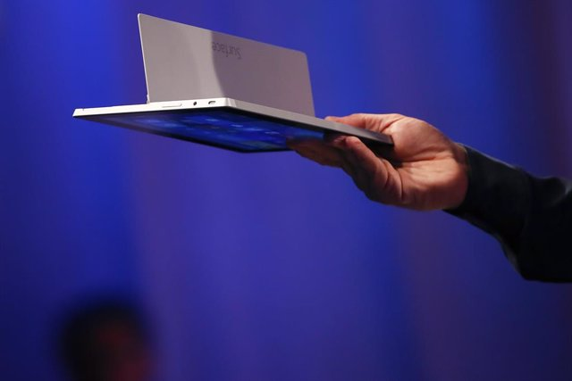 La tableta Surface 2 de Microsoft durante su lanzamiento en Nueva York, sep 23 2013. Microsoft Corp anunció el lunes el lanzamiento de versiones actualizadas de sus tabletas Surface, como parte de un esfuerzo para impulsar las débiles ventas del producto