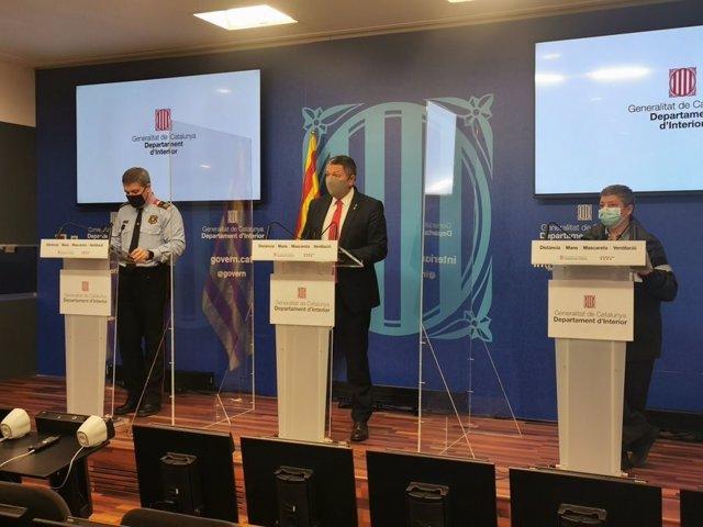 Roda de premsa del comissari dels Mossos, David Boneta; el conseller d'Interior de la Generalitat, Miquel Sàmper, i la sotsdirectora de Proteción Civil, Imma Solé